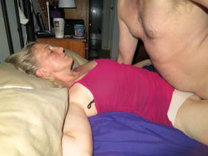 Зрелая женщина которая ебется без эмоций - фото #21