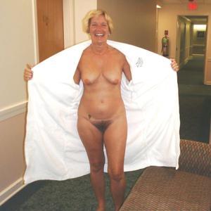 Голые женщины в гостиницах - фото #17