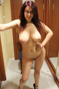 Голые женщины в гостиницах - фото #21