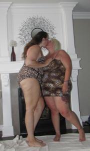 Би парочка толстеньких женщин - фото #16