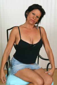 Зрелая Тиффани сняла с себя все - фото #7