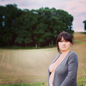 Голые беременные француженки - фото #14