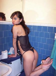 Молодая красотка в нижнем белье - фото #1