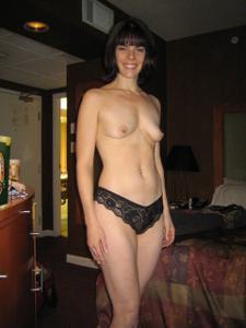 Молодая сексвайф и ее муж подлиза - фото #32