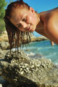 Рыжая чешка на хорватском пляже - фото #18