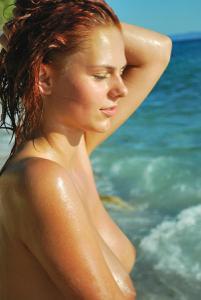 Рыжая чешка на хорватском пляже - фото #19