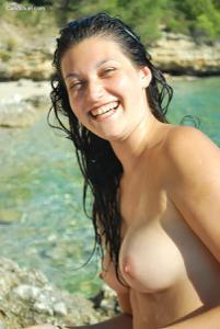 Рыжая чешка на хорватском пляже - фото #2