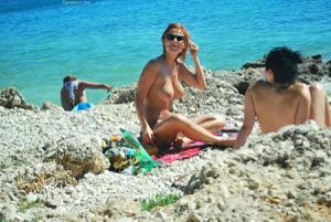 Рыжая чешка на хорватском пляже - фото #4