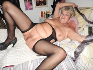 Пожилая толстушка Анджелика