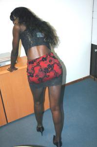 Не голая, но сексуальная африканская секретарша - фото #9