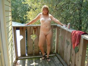 Влюбленный муж делится фотками своей жены - фото #36