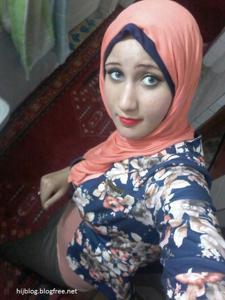 Голая грудь молодой арабки - фото #3
