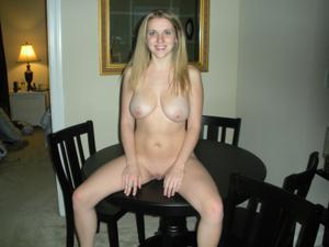 Голая пизда молодой блондинки - фото #6