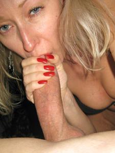 Полячка развлекается не только с хером мужа, но и секс игрушками - фото #12