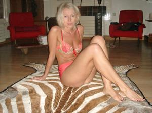 Полячка развлекается не только с хером мужа, но и секс игрушками - фото #59