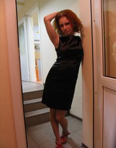 Рыжая девушка на работе сходит с ума со скуки - фото #8