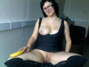 Женщина хотела пошалить с бананом, но передумала - фото #17