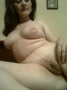 Элегантная голенькая женщина