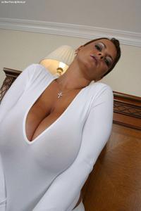 Баба с огромными дойками - фото #13