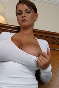 Баба с огромными дойками - фото #16