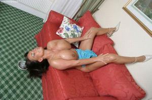 Баба с огромными дойками - фото #17