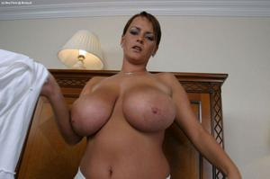 Баба с огромными дойками - фото #24