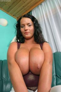 Баба с огромными дойками - фото #43