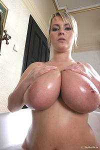 Баба с огромными дойками - фото #51