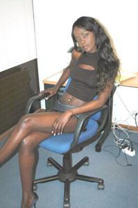 Африканская секретарша светанула трусики - фото #14