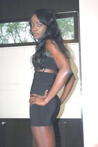Африканская секретарша светанула трусики - фото #16