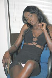 Африканская секретарша светанула трусики