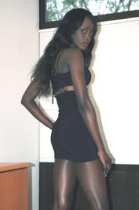 Африканская секретарша светанула трусики - фото #28