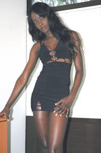 Африканская секретарша светанула трусики - фото #29