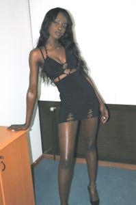 Африканская секретарша светанула трусики - фото #6