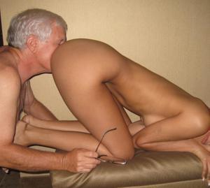 Старик лижет жопу молодой девушке - фото #2
