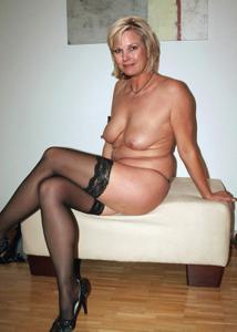 Подборка голых взрослых блондинок - фото #11