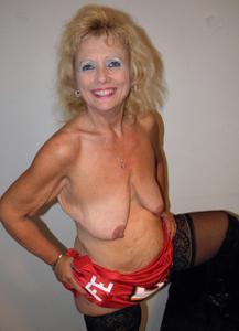 Подборка голых взрослых блондинок - фото #16