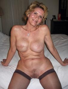 Подборка голых взрослых блондинок - фото #18