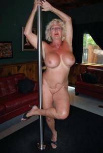 Подборка голых взрослых блондинок - фото #19