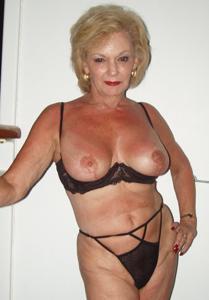 Подборка голых взрослых блондинок - фото #24