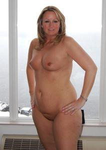 Подборка голых взрослых блондинок - фото #38