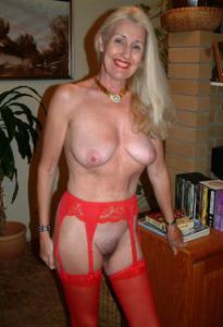 Подборка голых взрослых блондинок - фото #8