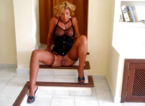 Подборка секси милф - фото #32