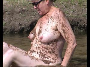 Пожилая Кэт на озере - фото #6