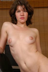 Прикольная деваха с небольшой грудью - фото #10