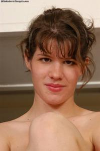 Прикольная деваха с небольшой грудью - фото #7