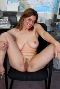 Зоя заскучала на работе - фото #7