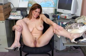 Зоя заскучала на работе - фото #8
