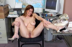 Зоя заскучала на работе - фото #9