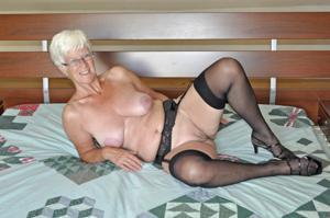 Сладкая пожилуха хочет шалостей - фото #4